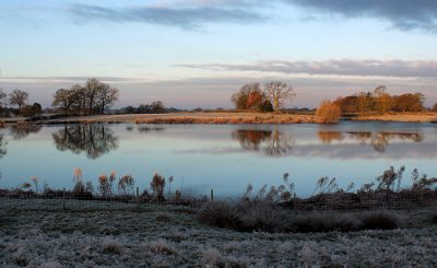 The lake looks mesmerising and provides a wonderful backdrop to your winter wedding