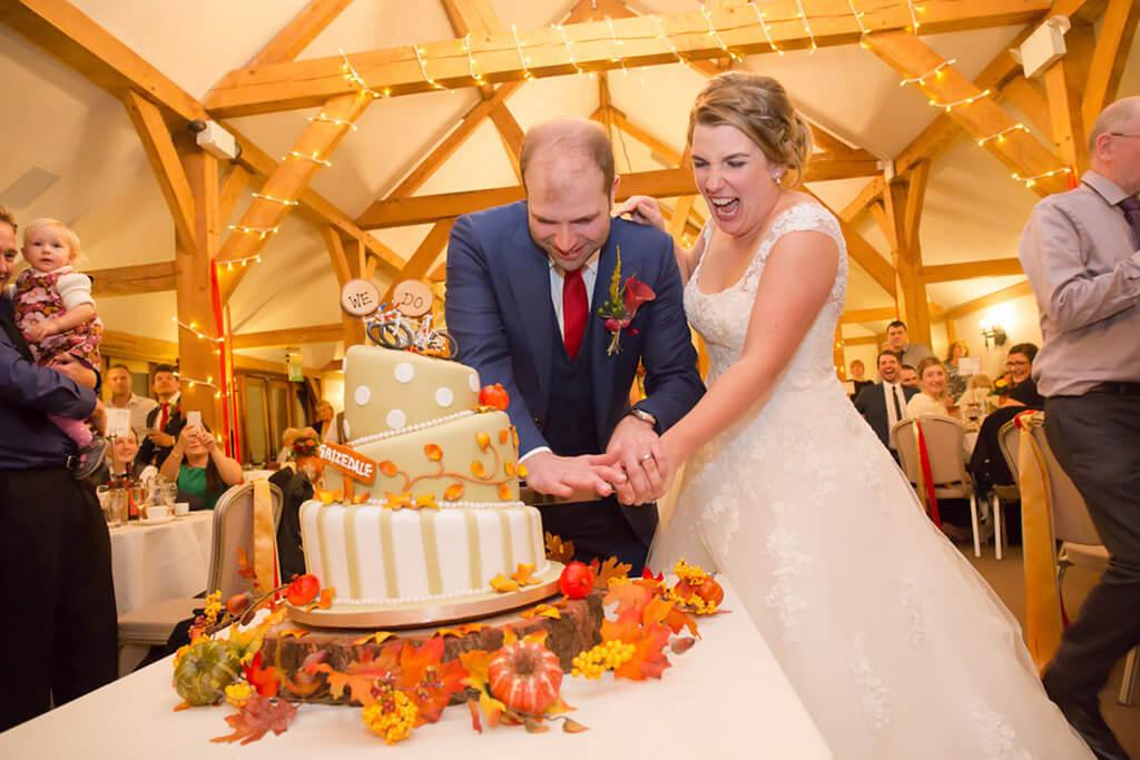 wedding cake sandhole oak barn wedding venues cheshire
