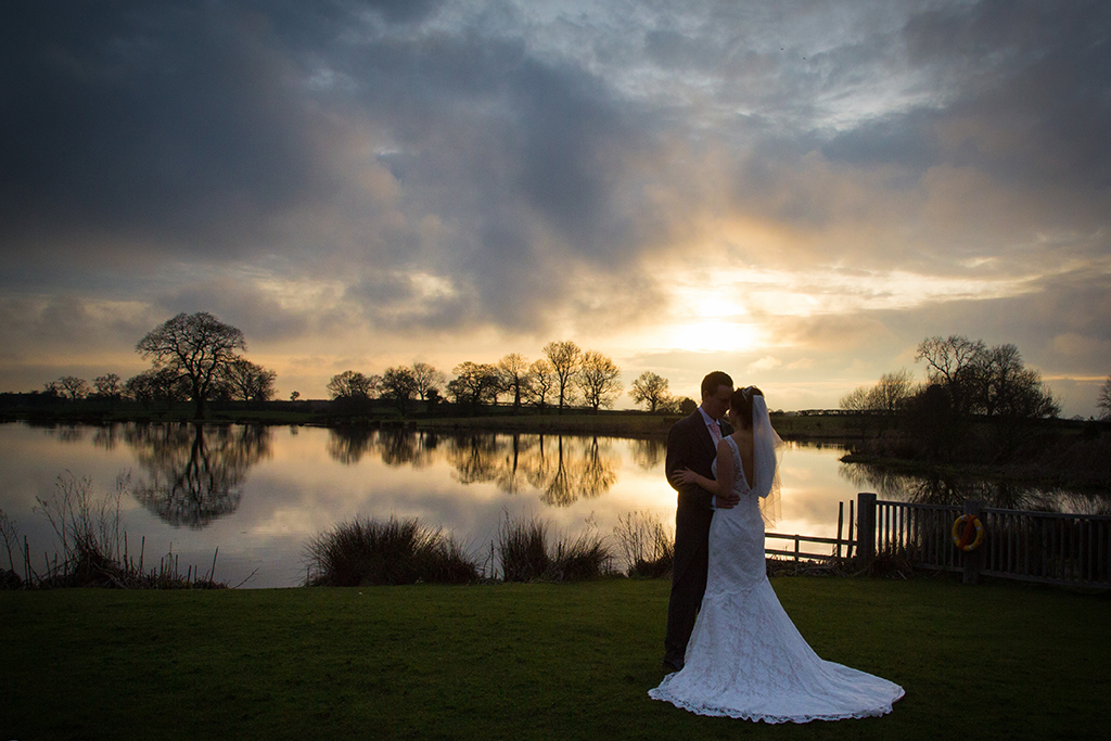 Stunning wedding photo opportunities at Sandhole Oak Barn in Cheshire