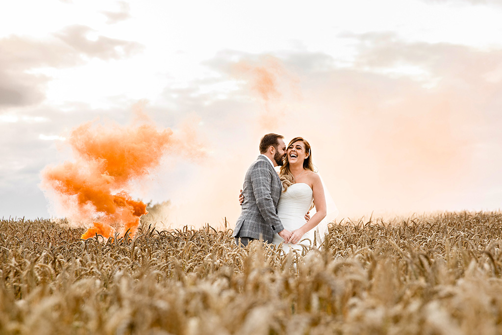 Sandhole Oak Barn near Manchester offers lots of amazing wedding photo opportunities