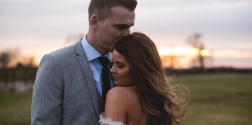 header-jade-and-mA Glamorous Springtime Wedding at Sandhole Oak Barnatt-sandhole-oak-barn-rural-wedding-venue